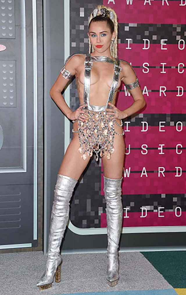 2015-miley-cyrus-thongs-metllic-silver-body-chain-most-shocking-vma-outfits.jpg