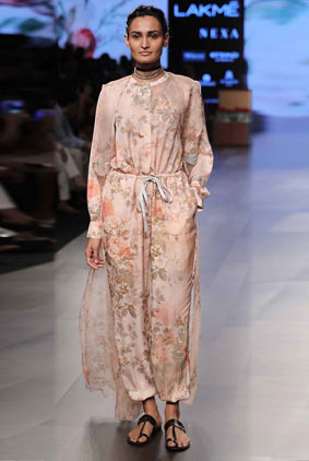Amoh-by-Jade-Lakme-Fashion-Week-WF-17-1-jumpsuit-knot-detail