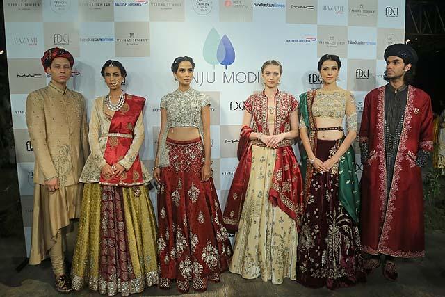Anju-Modi-icw-17-india-couture-week-collection-dress-12-lehenga-sherwani