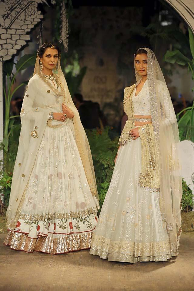 Anju-Modi-icw-17-india-couture-week-collection-dress-13-cream-lehengas