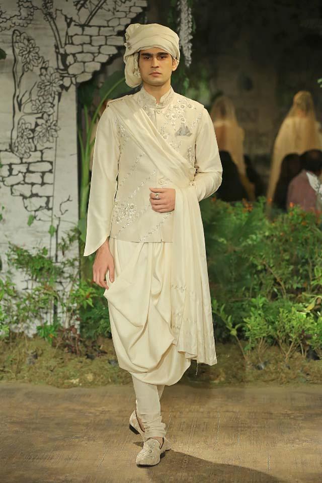 Anju-Modi-icw-17-india-couture-week-collection-dress-16-off-white-kurta