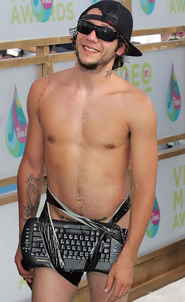 Brandon-Novak-nude-look-video-music-awards-mtv-outfits-nude-look-keyboard.jpg