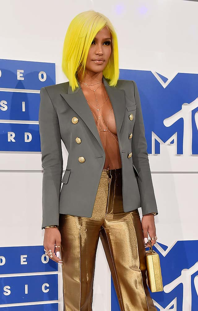 Cassie-mtv-2016-vmas-neon-hair-olive-outfit