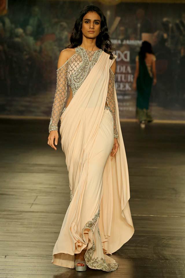 Designer-Monisha- Jaising- Opera-collection- at- India-Couture- Week-2017 (11)-peach-shoulder-cut-saree