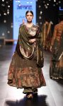 Gaurang-Lakme-Fashion-Week-WF 17 (1)-anarkali-green-dupatta