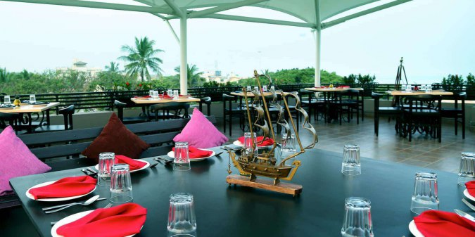 Hola-Zomato-sea-view-best-italian-food-rooftop-restaurant-in-chennai