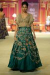 India-couture-week-2017-indian-designer-Shyamal&Bhumika- (13)-flower-motifs-ruffled-sleeves-crop-top