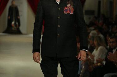 India-couture-week-ICW17-Indian-designer-Rohit-Bal-Fashion-week-runway (21)-black-suit