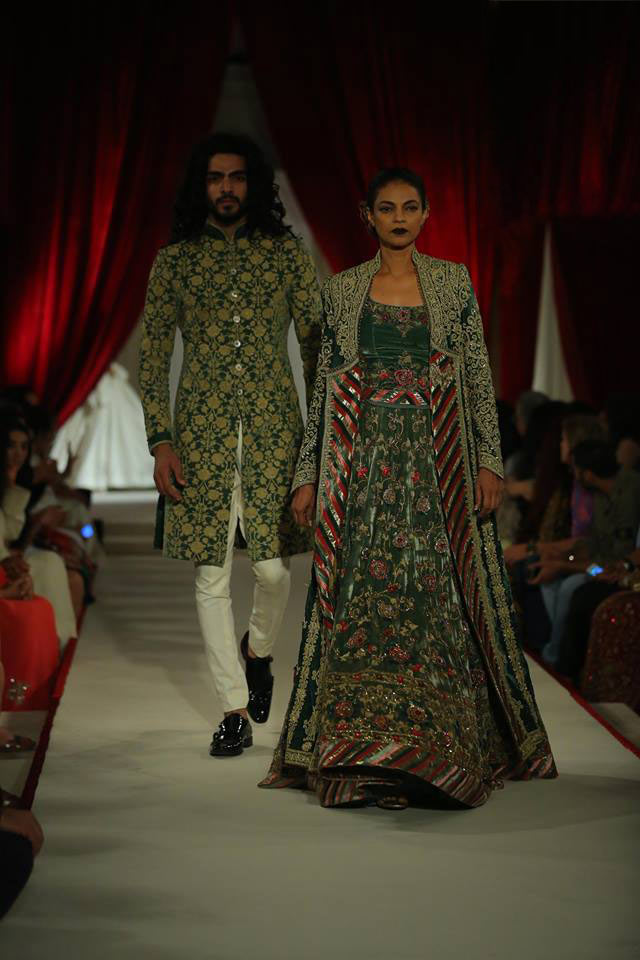 India-couture-week-ICW17-Indian-designer-Rohit-Bal-Fashion-week-runway (5)-embroidered-jacket-sequin-dress