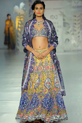 India-couture-week-icw17-indian-designer-rahul-mishra-1-embroidery-multi-colored-lehenga-bordered-dupatta