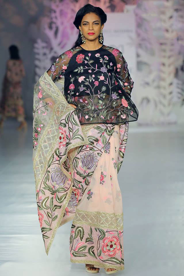 India-couture-week-icw17-indian-designer-rahul-mishra-(8)-embroidery-blouse-saree-flower-inspired