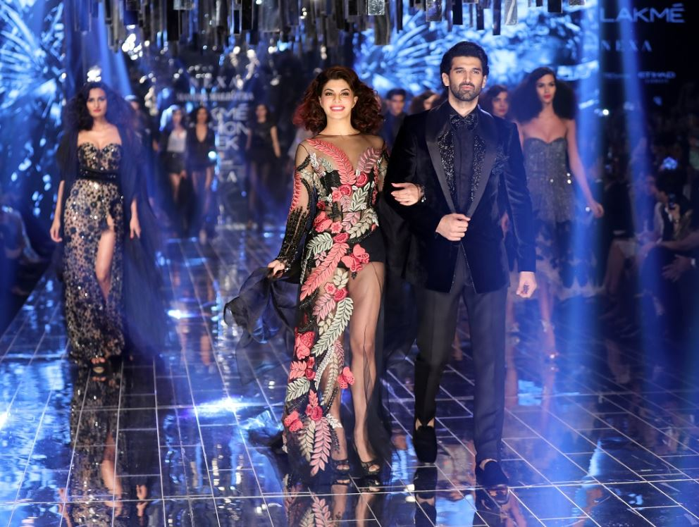 Jacqueline-fernandez ADITYA ROY KAPOOR Manish Malhotra Winter Festive 2017 LAKME FASHION WEEK