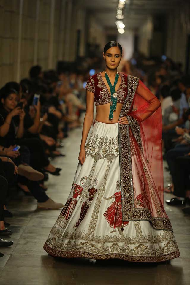Manav-Gangwani-India-Couture-Week-2017 (3)-bordered-lehenga-dupatta-embellished