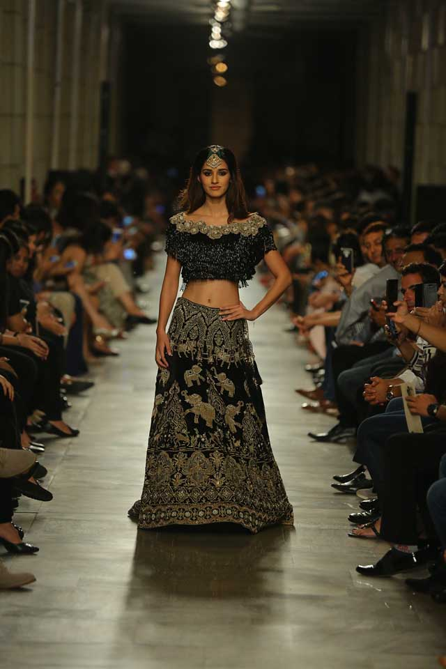Manav-Gangwani-India-Couture-Week-2017 (t)-showstopper-animal-inspired-skirt-embroidered-crop-top
