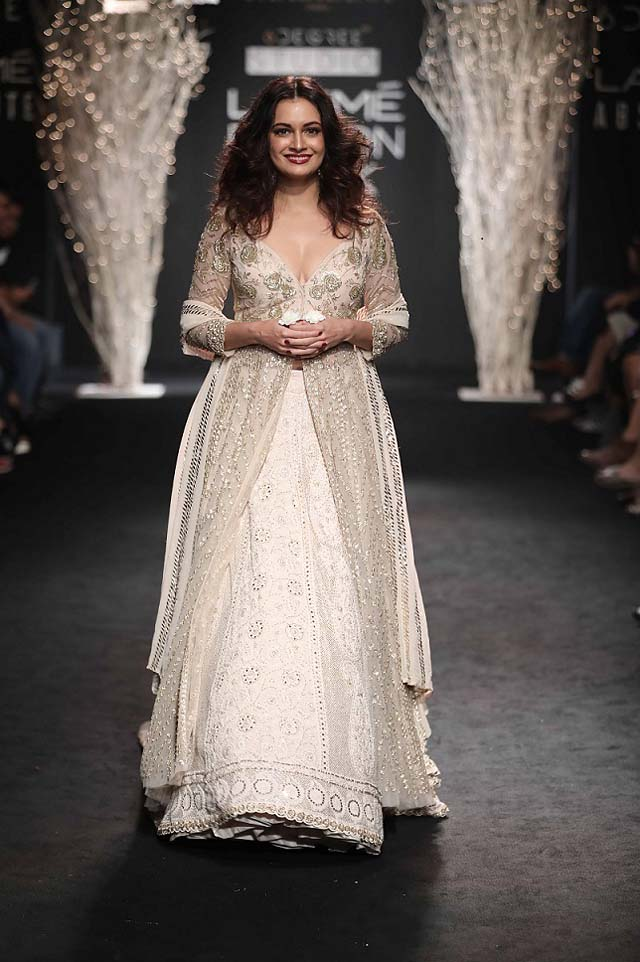 celeb-DIA MIRZA-indian-designer-FAABIIANA-EMBELLISHED-SLIT-DRESS-AT-LAKME-FASHION-WEEK-WINTER-FESTIVE-2017