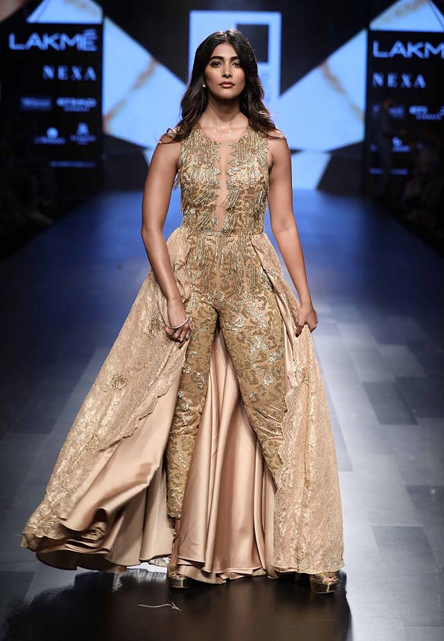 Showstopper-Pooja-Hegde-Sonaakshi Raaj-Lakme-Fashion-Week-Winter Festive-2017 (1)-waist-cape-jumpsuit