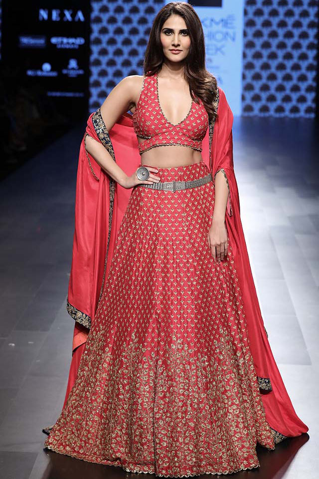 Showstopper-Vani-Kapoor-DESIGNER-red-lehenga-SVA-by-Sonam-and-Paras-Modi-at-Lakme-Fashion-Week-WF-17
