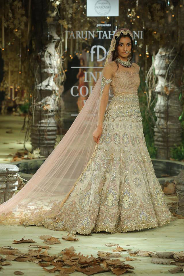 Tarun-Tahiliani-icw-17-india-couture-week-collection-dress-14-trail-gown