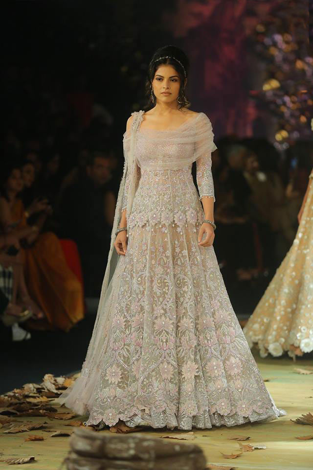 Tarun-Tahiliani-icw-17-india-couture-week-collection-dress-8-embroidered-gown