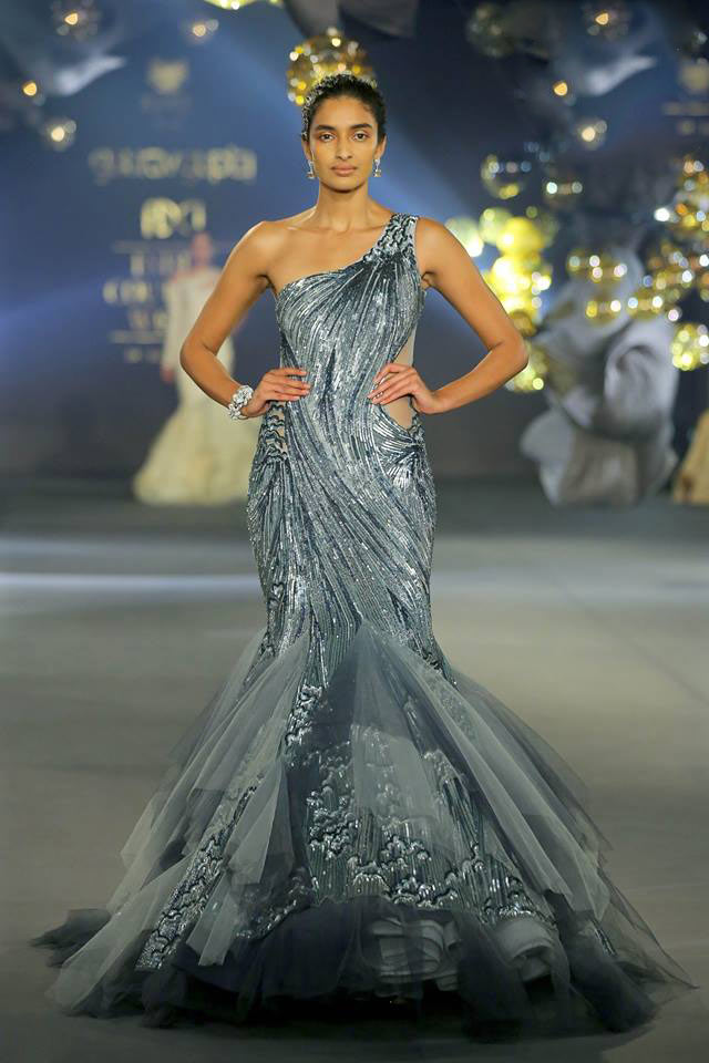 Top-indian-couture-fashion-week-2017-grey-sequin-one-side-shoulder-gown