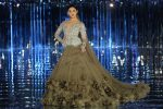 alia-bhatt-long-train-lehenga-embellished-blouse-icw17-fashion-show