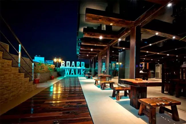 best-romantic-rooftop-restaurants-in-chennai-beautiful-view-ramp-walk-boardwalk-ramada