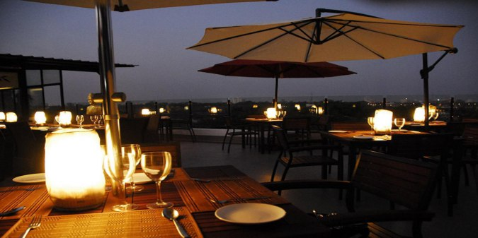 best-rooftop-restaurants-in-chennai-Azzuri Bay -beautiful-view-romantic-place-Zomato