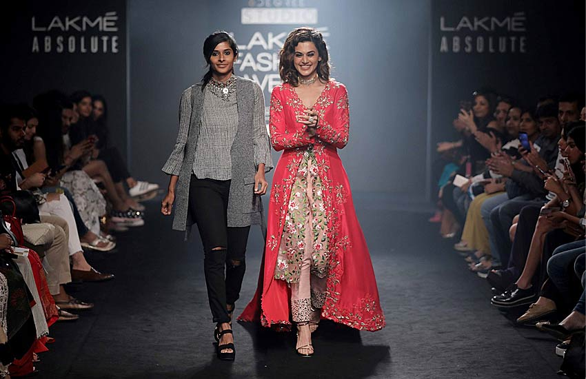 Lakme Fashion Week 2017 WF Divya Reddy and Jayanti Reddy divya-reddy-jayanti-reddy-taapsee-pannu-lfw-17-showstopper