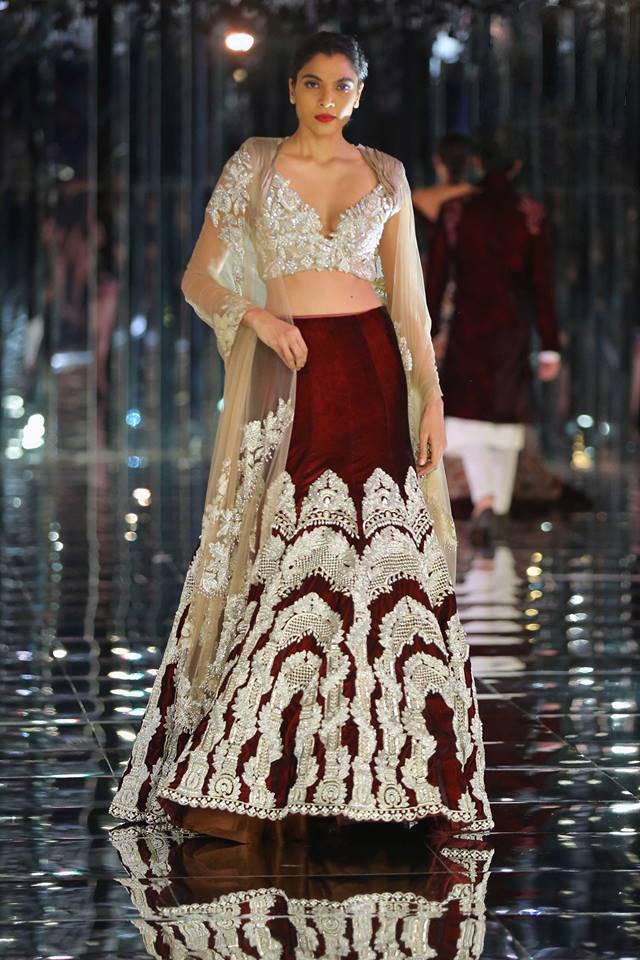 embellished-lehenga-latest-indian-couture-week-2017-fashion-show-indian-designer-manish-malhotra