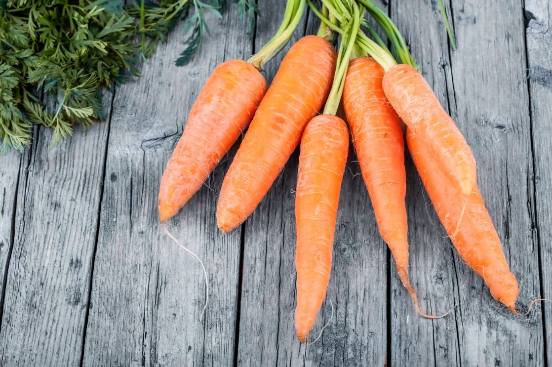 fresh-carrots-natural-homemade-face packs-carrot-mask-tips-paste-skincare-glowing-skin