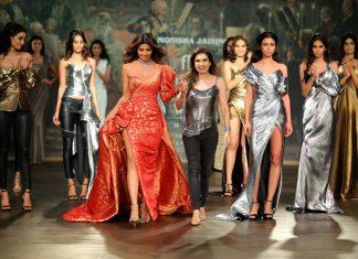 Veteran Designer Monisha Jaising showcased the 'Opera' collection at India Couture Week 2017