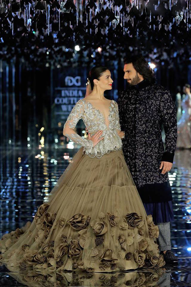 india-couture-week-2017-sequin-plunging-v-neck-top-alia-bhat-indian-designer-manish-malhotra