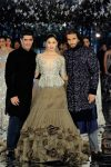 indian-couture-week-2017-manish-malhotra-sequin-top-embroidered-sherwani