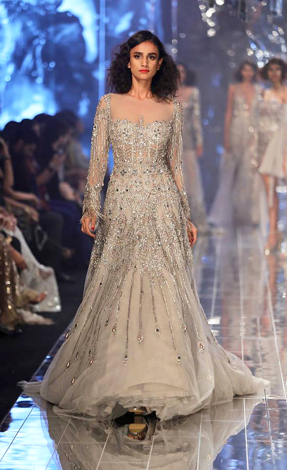 manish-malhotra-lakme-fashion-week-winter-festive-2017-silver-gown