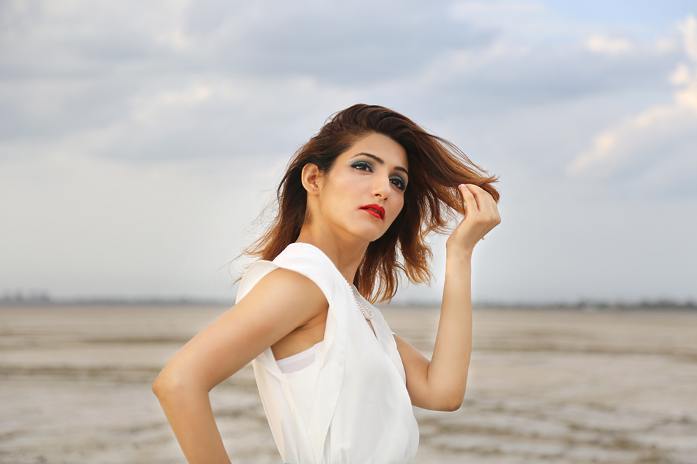 shilpa-ahuja-glam-summer-casual-look-bright-makeup