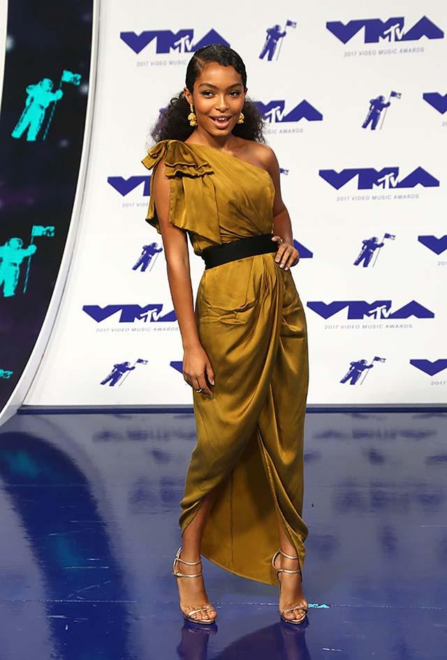 yara-celebrity-fashion-red-carpet-2017-silk-cocktail-dress-vma-2017.jpg