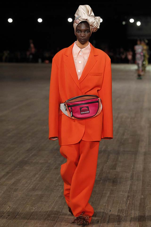 Designer-Marc-Jacobs-SS18-Spring-Summer-2018-collections-rtw (1)-orange-xtra-long-sleeve-jacket-suit