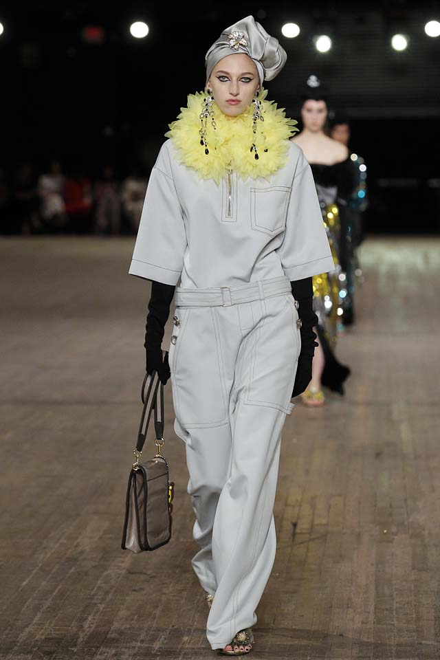 Designer-Marc-Jacobs-SS18-Spring-Summer-2018-collections-rtw-30-plain-turban-ruffled-collar