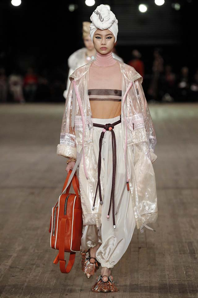 Designer-Marc-Jacobs-SS18-Spring-Summer-2018-collections-rtw-7-white-turban-sheer-coat