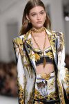 Versace-spring-summer-2018-rtw-details-accessories (26)-feather-chain