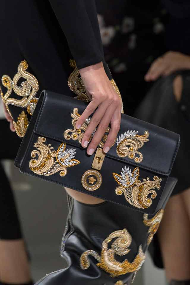 Versace-spring-summer-2018-rtw-details-accessories (5)-ornamental-clutch-bag