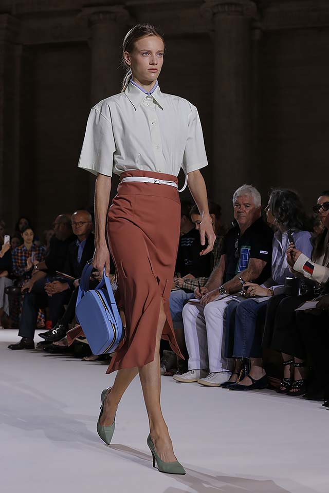 Victoria-Beckham-spring-summer-2018-ss18-collection-rtw-2-front-slit-skirt-blue-bag