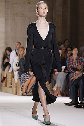 Victoria-Beckham-spring-summer-2018-ss18-collection-rtw-35-slit-maxi-black