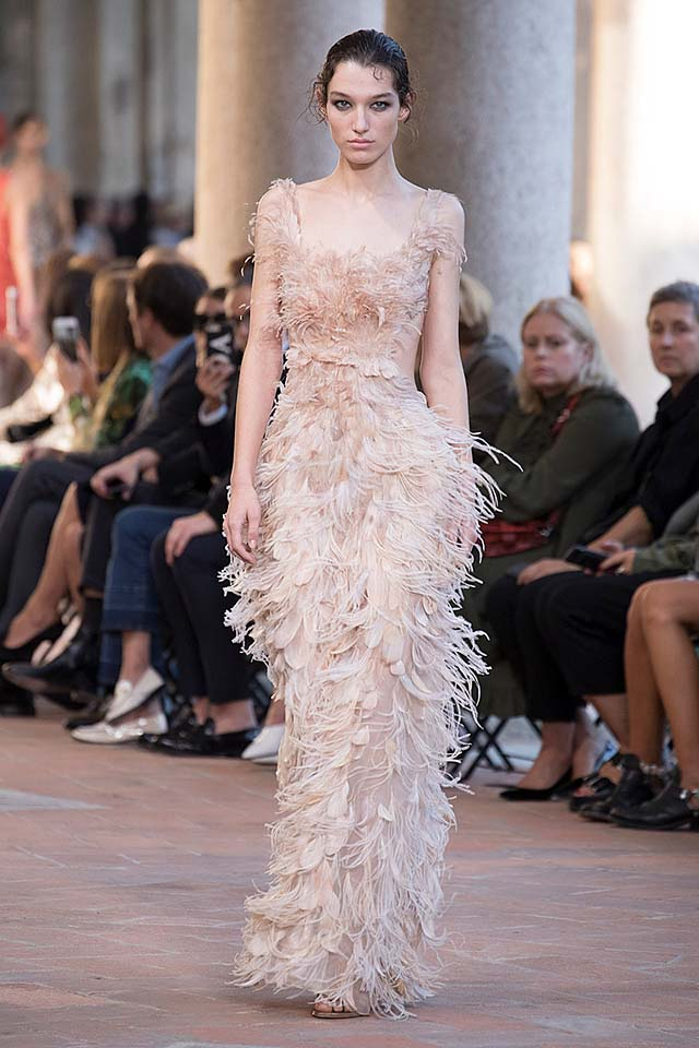 alberta-ferretti-spring-summer-2018-ss18-rtw-collection (26)-feather-gown