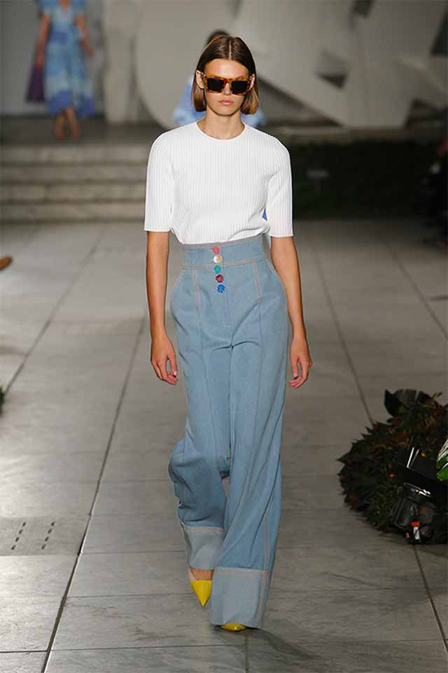 carolina-herrera-spring-summer-2018-ss18-rtw-collection (9)-white-tee-high-waisted-jeans