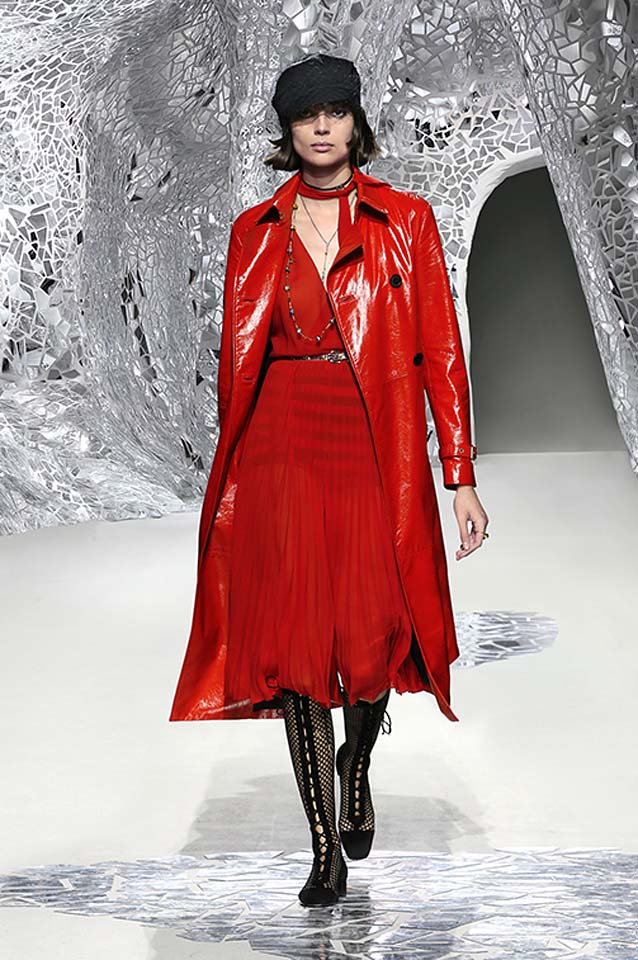 dior-spring-summer-2018-ss18-rtw-collection (32)-patent-leather-coat