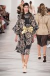 maison-margiela-spring-summer-2018-ss18-rtw-collection (20)-golden-bow