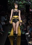 moschino-spring-summer-2018-ss18-rtw-collection (16)-necklace-choker