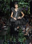 moschino-spring-summer-2018-ss18-rtw-collection (34)-feathers-applique