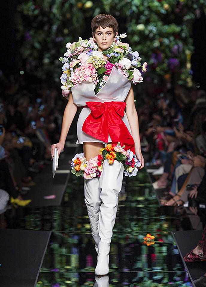 moschino-spring-summer-2018-ss18-rtw-collection (51)-boots-white-dress